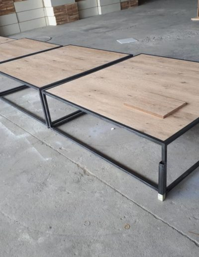 Set of 4 metal and oak coffee tables